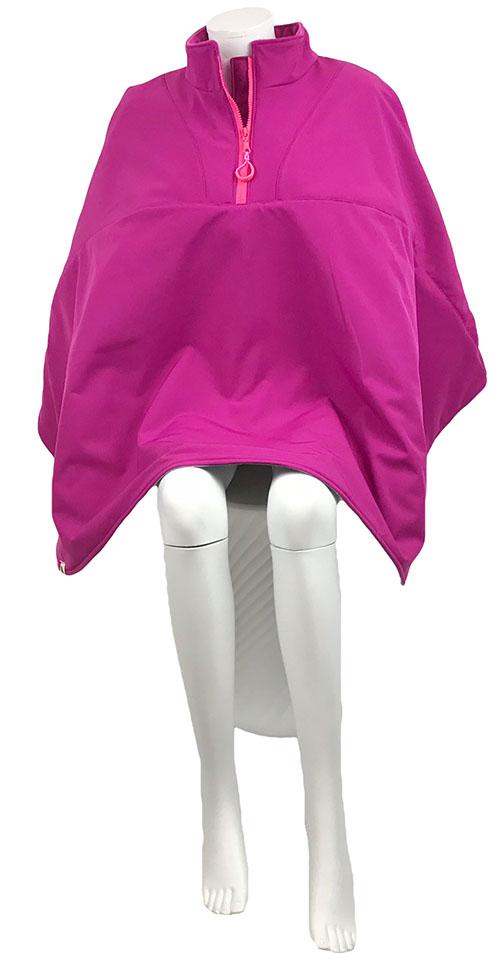 Vooraanzicht van de roze korte warme winddichte en waterafstotende rolstoelcape PRETTY IN PINK