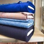 Let jij op als je shopt? Wat is het belang van het juiste materiaal bij aangepaste kleding? Hoe slijten de billen (vraag van rollers)? Is het licht in gewicht? Ademt het? Voelt het fijn? Kan het dagelijks gewassen worden? Oh en is het wel warm genoeg?