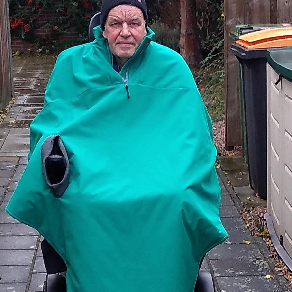 cape op maat aangepast op de rolstoel, perfect om warm te blijven