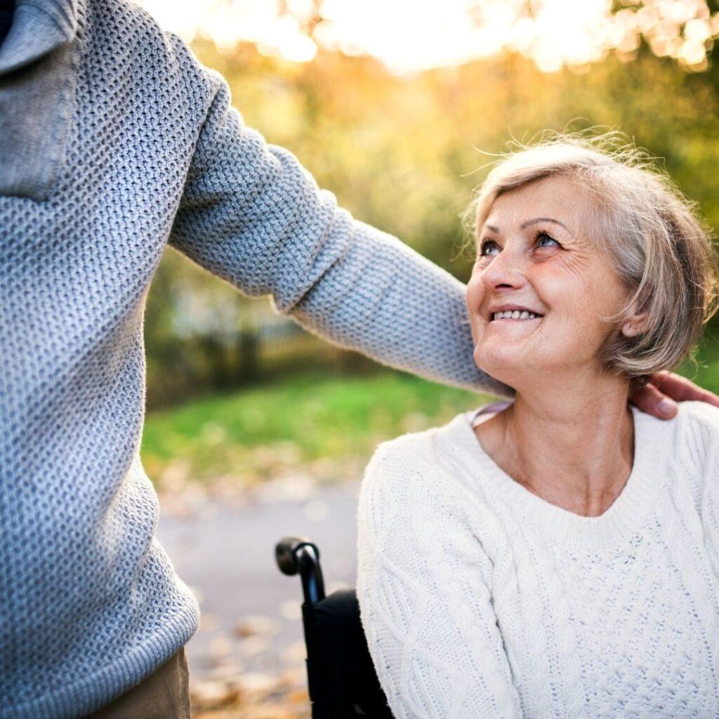 Het is onze missie om ommetjes leuker te maken. Onze missie is om ommetjes leuker te maken. Voor rolstoelgebruikers en alle lieve mensen er omheen. Samen genieten van het buiten zijn.